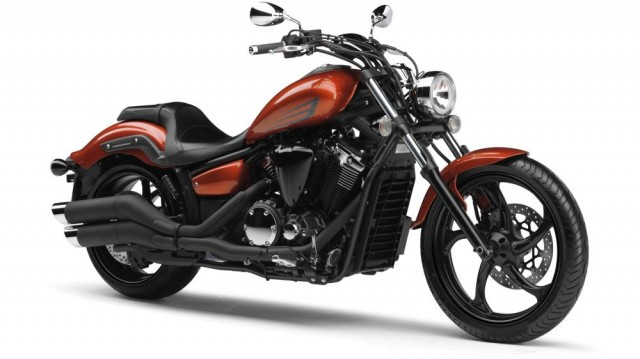 2014-Yamaha-XVS1300-Custom-EU-Liquid-Copper-Studio-001